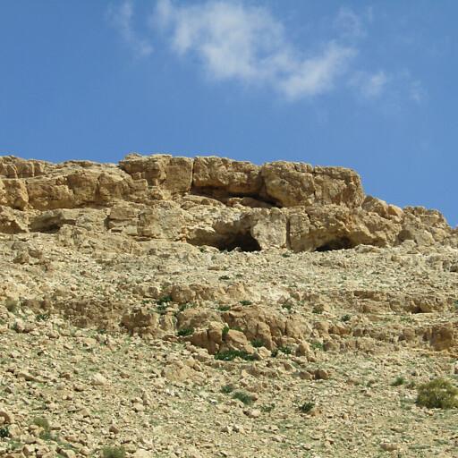 caves along Wadi Malaqi