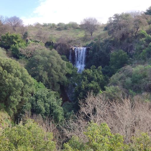 waterfall along Wadi Za'arah